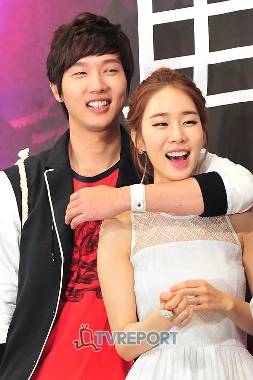 """Những cuộc tình """"đoản mệnh"""" của sao Hàn năm 2014"""