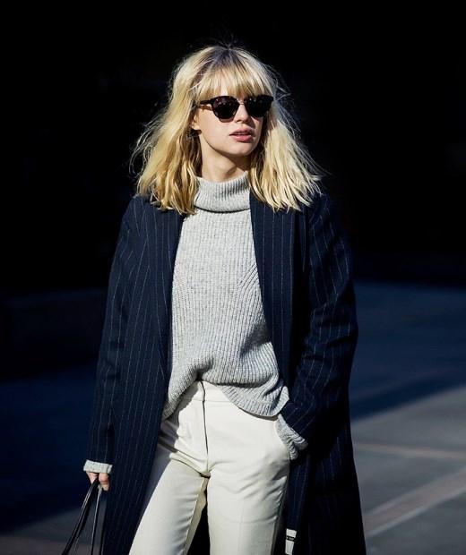Kết hợp áo len với chiếc áo blazer khổ rộng sẽ giúp bạn trông như một fashionista