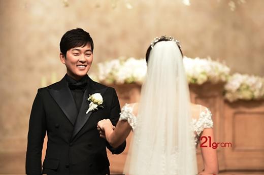 Sao Hàn rộn ràng dự tiệc cưới mỹ nam 'Son môi hồng'