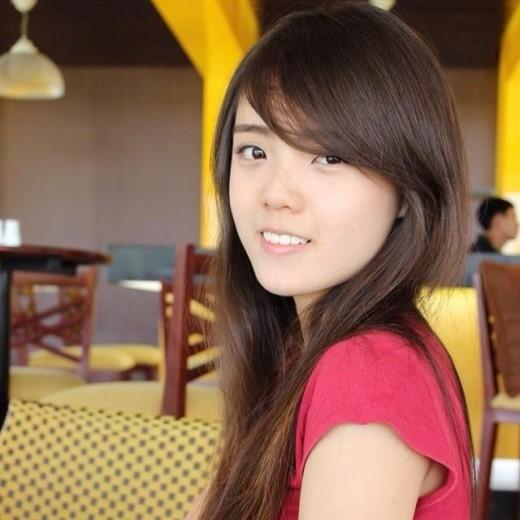 Á Hân cũng cảm thấy thú vị vì sự tương đồng về nhan nhan sắc này. Minh Tú, bạn trai hot girl 9X rất tự hào vì bạn gái được so sánh với tân Hoa hậu Việt Nam. Ảnh: FBNV.