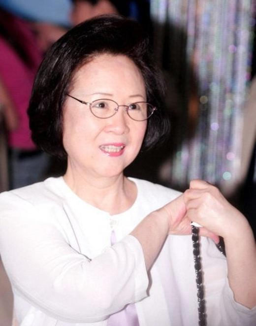 109 biên kịch ủng hộ mẹ đẻ Hoàn Châu Cách Cách kiện Vu Chính