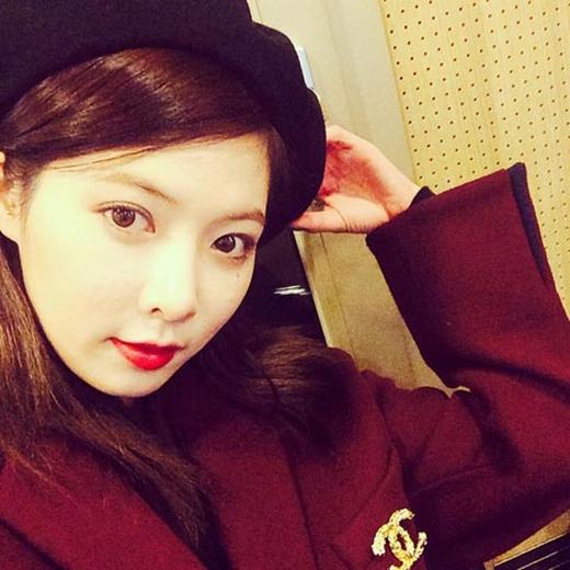 HyunA không chia sẻ bất cứ thông tin gì, chỉ đăng tải hình ảnh tự sướng cực dễ thương chuẩn bị đón giáng sinh.