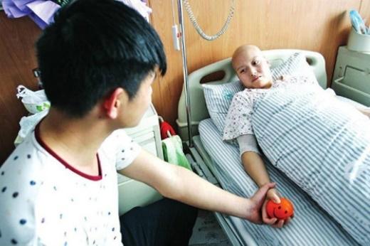 Vào tháng 6/2014 khi Yu Haining biết được người yêu mình là Fan Huixiang bị chuẩn đoán là ung thư giai đoạn cuối và không còn sống được bao lâu nữa. Yu không kiềm được nỗi đau trong lòng nêu đã quyết định nghỉ việc ở quê và tới Hà Nam chăm sóc Fan những ngày tháng cuối cùng của cuộc đời. Được biết Yu 24 tuổi và Fan 25 tuổi mối tình của họ đã trải qua năm năm yêu nhau. Chuyện tình của họ đã làm rung động hàng ngàn trái tim và nhận được nhiều sự ngưỡng mộ của cộng đồng.