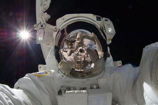 Trào lưu chụp ảnh tự sướng đã lan đến tận vũ trụ. Các phi hành gia hoàn toàn có thể có được những bức ảnh siêu độc để khoe trên trang cá nhân