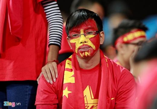 Nước mắt, lời xin lỗi của các tuyển thủ quốc gia sau thất bại 2-4