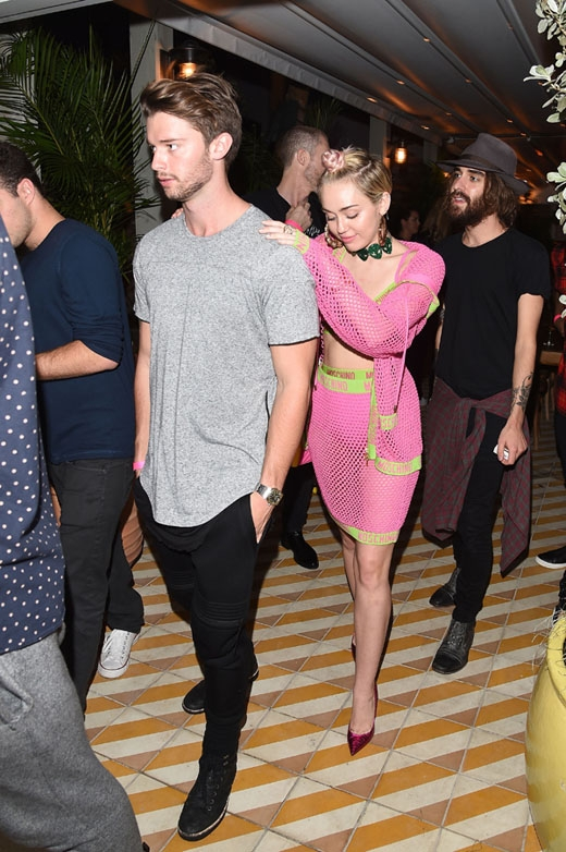 Miley Cyrus sáng tác về tình mới Patrick Schwarzenegger