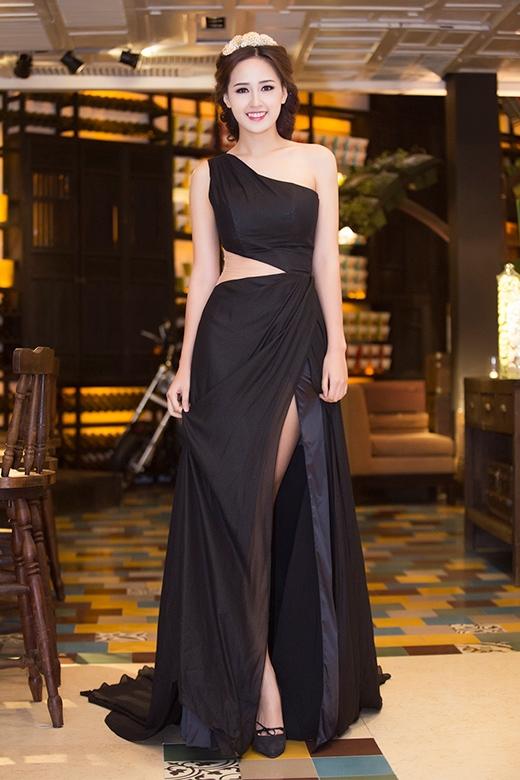 Mai Phương Thúy xuất hiện lộng lẫy với bộ đầm đen - Tin sao Viet - Tin tuc sao Viet - Scandal sao Viet - Tin tuc cua Sao - Tin cua Sao