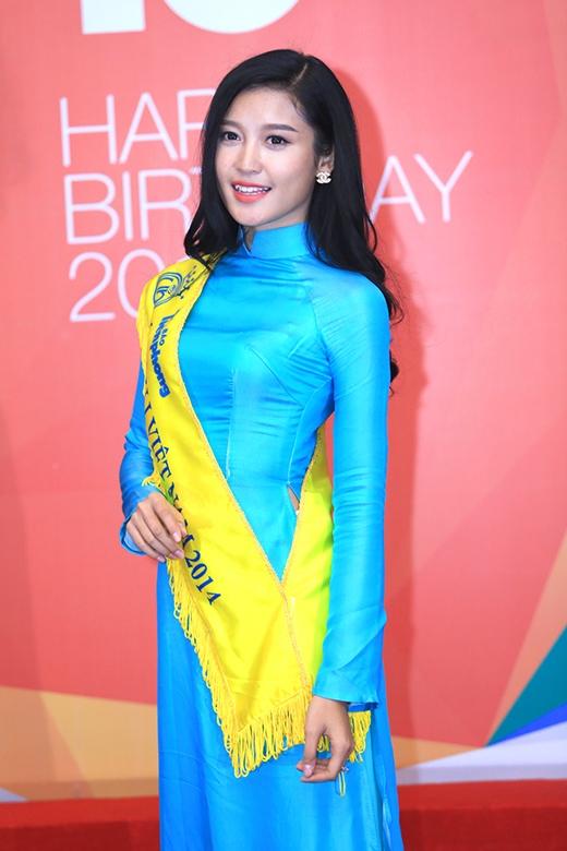 Á hậu Hoa hậu Việt Nam 2014 thu hút bởi nhan sắc xinh đẹp - Tin sao Viet - Tin tuc sao Viet - Scandal sao Viet - Tin tuc cua Sao - Tin cua Sao