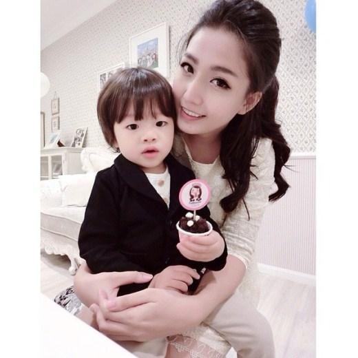 Abigail Lim và con trai cô - bé Zihin