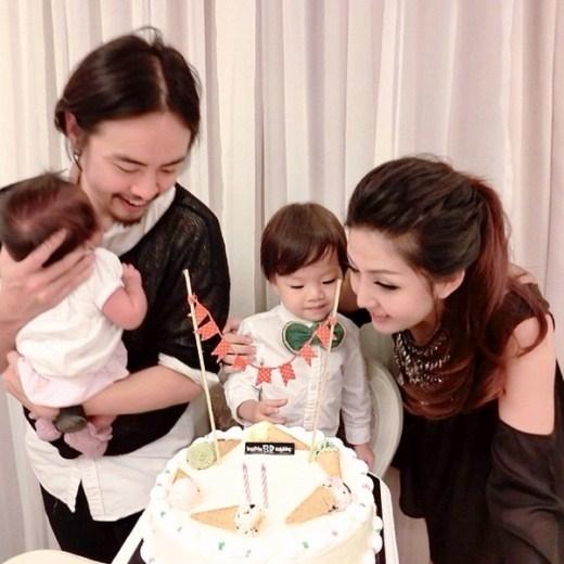 Abigail Lim cùng chồng con chụp ảnh hạnh phúc bên nhau