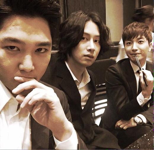 Kang In, Heechul. Leeteuk tranh thủ tự sướng trước khi nhập tiệc