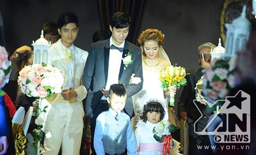 Cô dâu Huyền Lizzie đẹp lộng lẫy trong ngày lên xe hoa - Tin sao Viet - Tin tuc sao Viet - Scandal sao Viet - Tin tuc cua Sao - Tin cua Sao