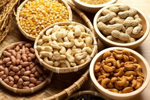 Các loại hạt này không phải là món nên dùng kèm rượu bởi các loại hạt đều có lượng cholesterol cao, hương vị của chúng cũng có thể phá hỏng khẩu vị của bạn trước khi ăn các món chính.