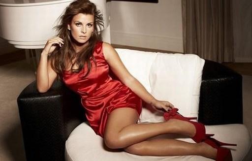 Dù đã có hai con cùng với Rooney, nhưng Coleen vẫn thu hút với vẻ đẹp nóng bỏng.