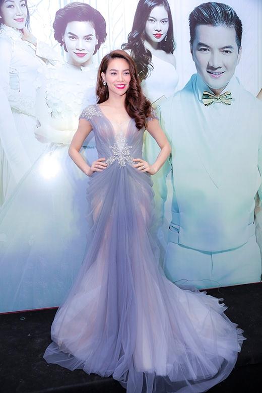 Nữ ca sĩ đẹp lộng lẫy trong bộ đầm dạ hội - Tin sao Viet - Tin tuc sao Viet - Scandal sao Viet - Tin tuc cua Sao - Tin cua Sao