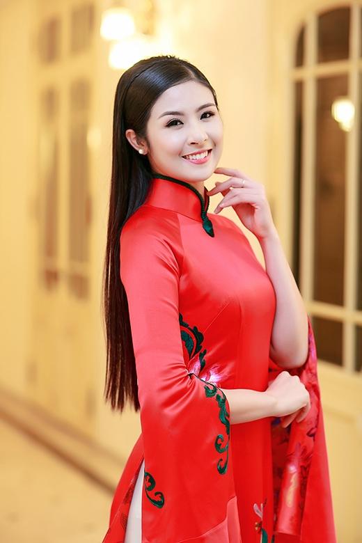 Hoa hậu Ngọc Hân ân cần chăm sóc cho Á hậu Huyền My - Tin sao Viet - Tin tuc sao Viet - Scandal sao Viet - Tin tuc cua Sao - Tin cua Sao