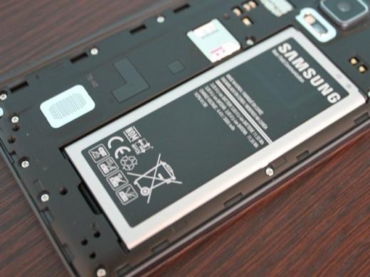 Nhiều mẫu điện thoại Android hiện nay cho phép người dùng thay thế pin. Điều này khá quan trọng bởi trong quá trình sử dụng, pin của máy sẽ bị chai đi và người dùng có thể thay thế ngay tại nhà, không cần can thiệp của thợ bên ngoài.