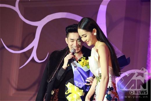 Trong buổi họp báo giới thiệu MV Hối hận muộn màng của mình, Quang Hà đã giới thiệu đến giới truyền thông bạn diễn và cũng là vợ mới - nữ diễn viên Thiên Kim. - Tin sao Viet - Tin tuc sao Viet - Scandal sao Viet - Tin tuc cua Sao - Tin cua Sao