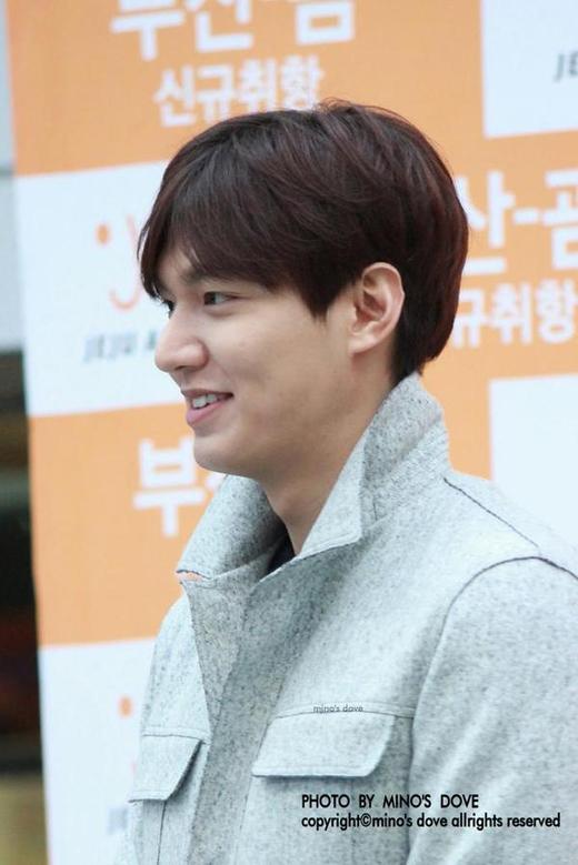 Lee Min Ho lãng tử vuốt tóc 'đốn tim' fan nữ