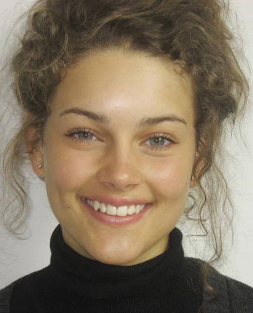 Rolene Strauss để mặt mộc vẫn xinh đẹp