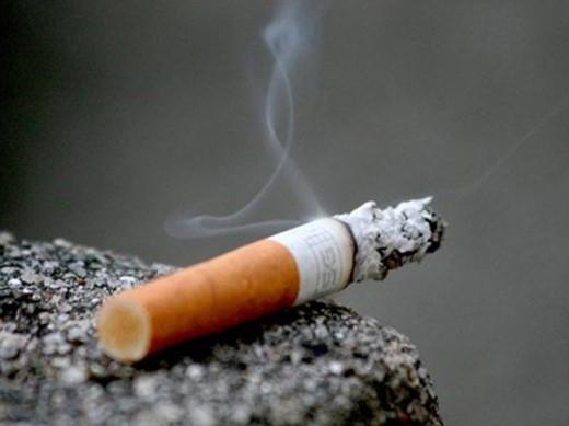 Thuốc lá: Các độc tố trong thuốc lá được khẳng định mạnh mẽ hơn giả thuyết nó là nguyên nhân hàng đầu gây ung thư phổi, dạ dày, thanh quản và miệng. Đặc biệt, không chỉ thuốc lá thông thường, thuốc lá nhai, thuốc lá điện tử cũng được các chuyên gia chứng minh có khả năng gây ung thư.