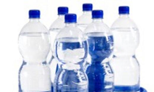 Chai lọ nhựa chứa BPA: Nghiên cứu công bố trên Tạp Chí Endocrinology tháng 11/2014 cho biết, các loại chai, lọ nhựa chứa Bisphenol A (BPA) có khả năng làm tăng nguy cơ ung thư tiền liệt tuyến. Ảnh hưởng của BPA dai dẳng đến mức ngay cả khi cố gắng tránh mọi tiếp xúc với vật dụng bằng nhựa suốt 1 tháng, kiểm tra vẫn phát hiện lượng BPA trong nước tiểu.