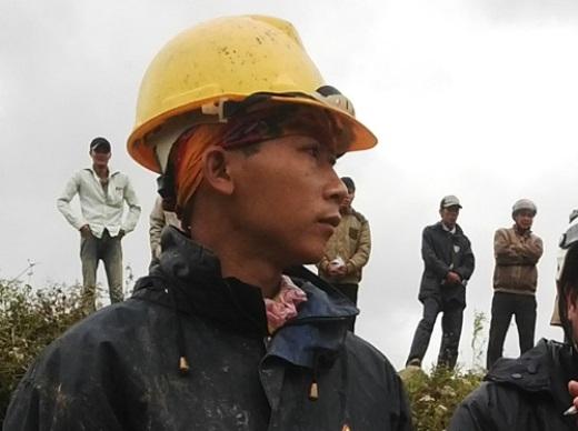Anh Tuấn cho biết nước đang dâng lên khiến công tác cứu hộ gặp nhiều khó khăn