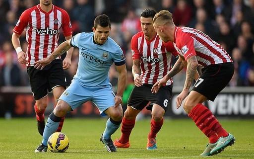Sergio Aguero của Man City (gặp Southampton, 30/11/2014). Quyết định phạt thẻ đối với Aguero là một sai lầm nghiêm trọng của trọng tài, bởi tiền đạo người Argentina đã bị hậu vệ Jose Fonte phạm lỗi rõ ràng trong khu cấm địa của Southampton.