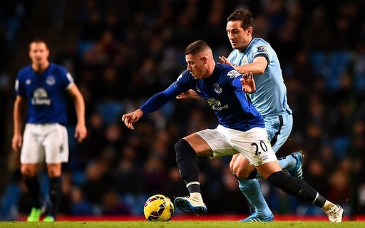 Ross Barkley của Everton (gặp Man City, ngày 6/12/2014). Sau khi phải nhận một thẻ vàng gây tranh cãi dù bị Frank Lampard phạm lỗi từ phía sau, Barkley khẳng định: Tôi là một người gốc Liverpool trung thực, và chúng tôi không bao giờ làm những điều dối trá.