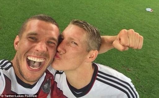 10 bức ảnh tự sướng của sao bóng đá ấn tượng nhất năm 2014
