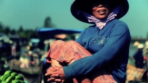Phụ nữ miền sông nước Cửu Long.