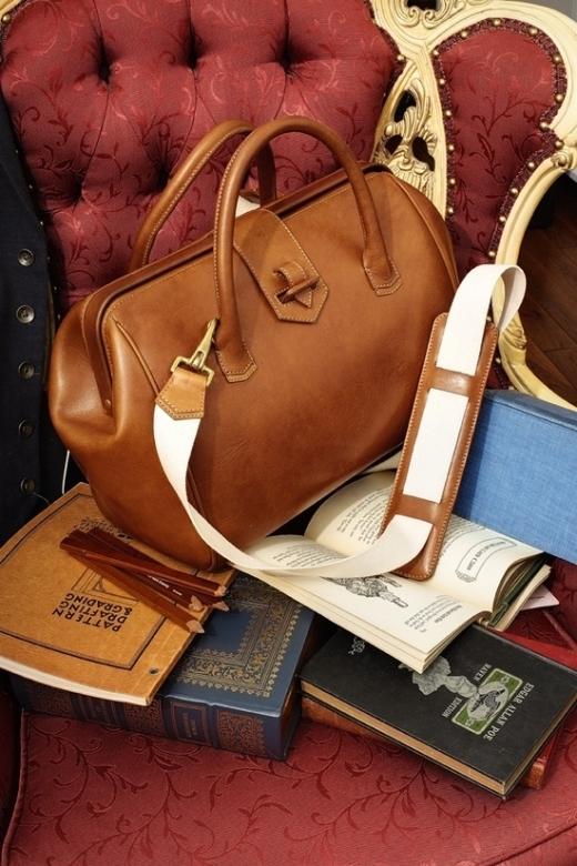 7 mẫu túi không thể thiếu trong tủ đồ của một cô nàng thời trang