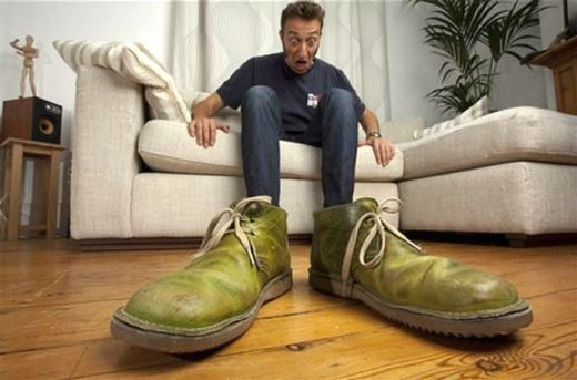 Wow... Chiếc giày sao lại to đến thế!