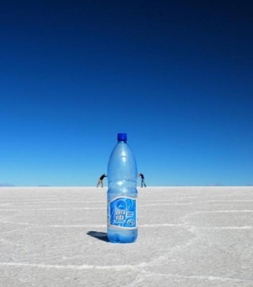 Cùng đẩy chai nước khổng lồ