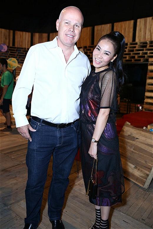 Thu Minh cùng chồng xuất hiện trong một sự kiện ở quận 7 hồi tháng 10. - Tin sao Viet - Tin tuc sao Viet - Scandal sao Viet - Tin tuc cua Sao - Tin cua Sao