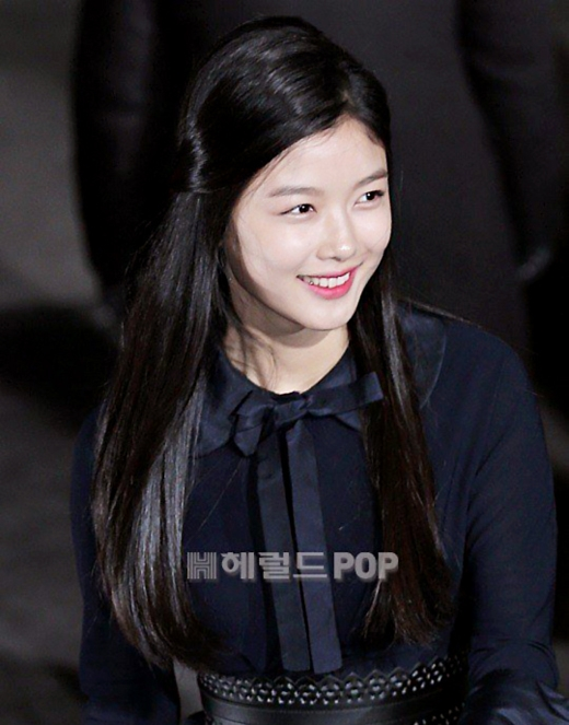 Kim Sae Ron và Kim Yoo Jung 'đọ sắc' trong lễ trao giải Rồng Xanh