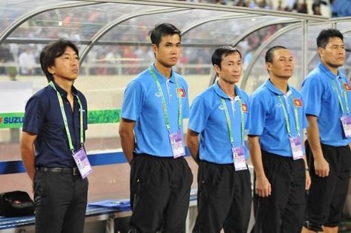 HLV Miura chưa có những trợ lý tốt nhất tại AFF Cup vừa qua. Ảnh S.N.