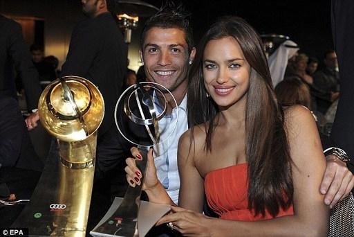 Ronaldo tố yêu Irina Shayk có sở thích kỳ quái.