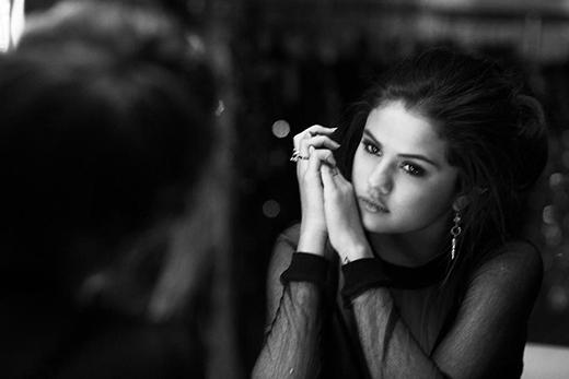 Selena Gomez khóc tại sinh nhật Taylor Swift vì Justin Bieber