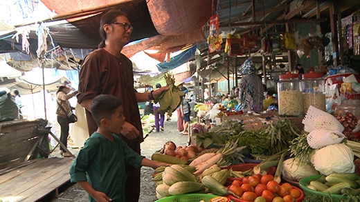 Cùng con trai Bờm đi chợ - Tin sao Viet - Tin tuc sao Viet - Scandal sao Viet - Tin tuc cua Sao - Tin cua Sao