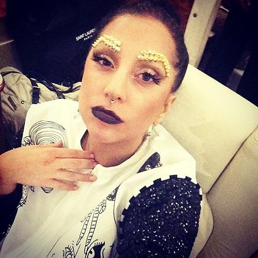 Lady Gaga biến thành một nàng công chúa Gypsy trong tấm ảnh này.