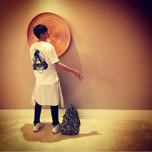 Kris bất ngờ quay trở lại Instagram với dòng chia sẻ: Galaxy đã quay trở lại đây