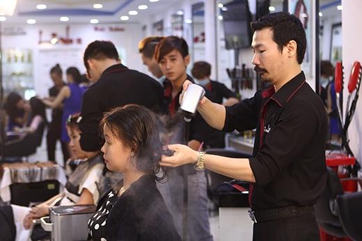 Chọn cho mình kiểu tóc phù hợp với gương mặt và cá tính là điều bất kỳ cô gái nào cũng mong muốn. Nắm bắt được điều đó, các chuyên gia tạo mẫu tóc của chương trình đã tư vấn và mang đến cho khán giả tuần này kiểu tóc đẹp nhất.