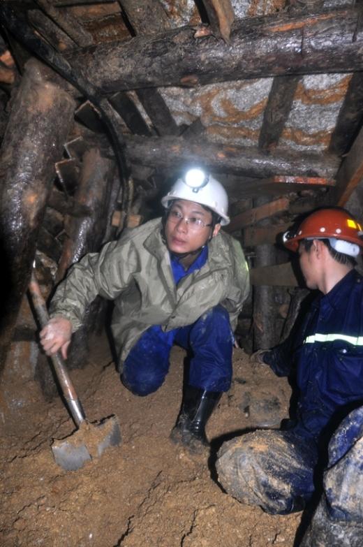 Ngách hầm được đào vào để giải cứu 12 công nhân. Ảnh: Phước Tuấn