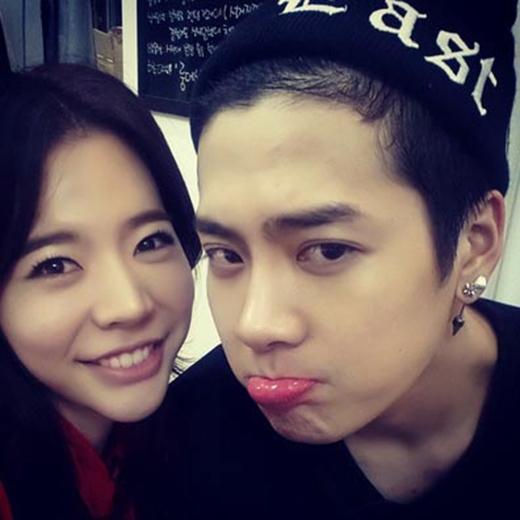 Hai chị em Sunny và Jackson bất ngờ khoe hình cực đáng yêu khiến fan thích thú