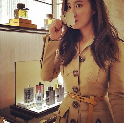 Yuri khoe hình tham gia sự kiện với trang phục cực sang trọng và quyến rũ.