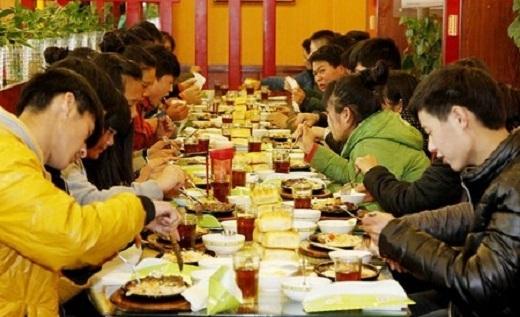 Buổi ăn giúp mọi người được gần nhau hơn