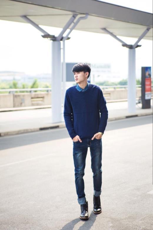 Áo len, giày combat và quần jeans là những trang phục mà anh chàng Hoàng Trung đã chọn lựa cho những ngày Sài Gòn trở lạnh.  Áo hoodie, giày thể thao cùng quần short và balo - Kiều Trinh trông năng động hơn trong mùa đông này