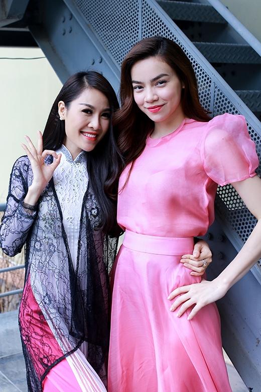 Hai người đẹp rất thân thiết với nhau - Tin sao Viet - Tin tuc sao Viet - Scandal sao Viet - Tin tuc cua Sao - Tin cua Sao