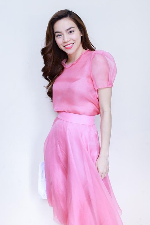 Hồ Ngọc Hà đầy xinh đẹp với bộ đầm màu hồng - Tin sao Viet - Tin tuc sao Viet - Scandal sao Viet - Tin tuc cua Sao - Tin cua Sao